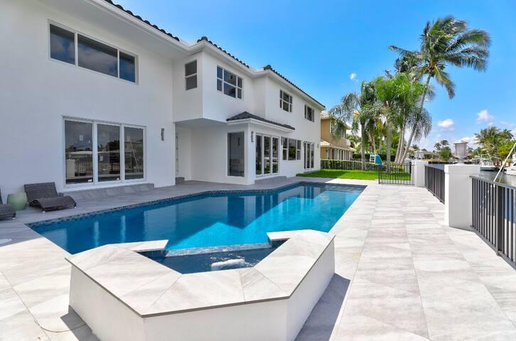 Modern Waterfront Luxury Pool Home