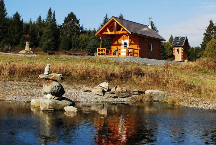 Camp forestier au Domaine Hurlevent - Lac-Drolet - Earth House