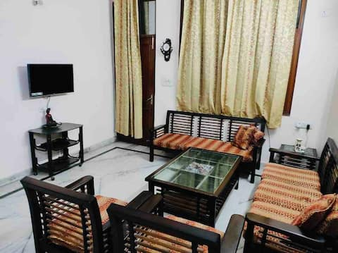 Private 2 Bedroom Entire Flat with Balcony