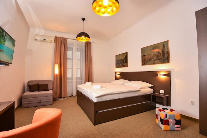 Family-friendly B&B Prima 4rooms - Rijeka - Bed & Breakfast