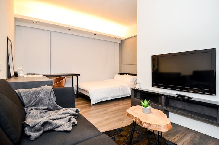 Modern Studio Apartment Near Causeway Bay [4]