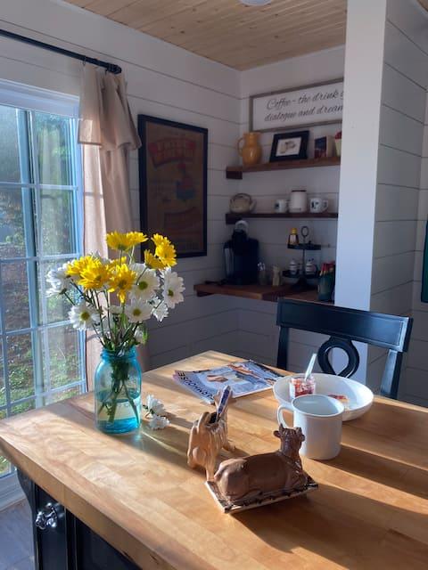 Firefly Farmhouse -A cozy retreat/romantic getaway