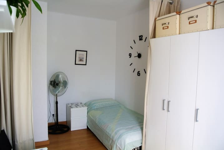 Spacious room close to the beach