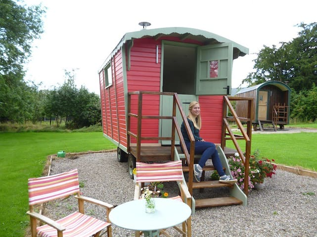 Shephard Retreat Wales - Sweet Briar Hut
