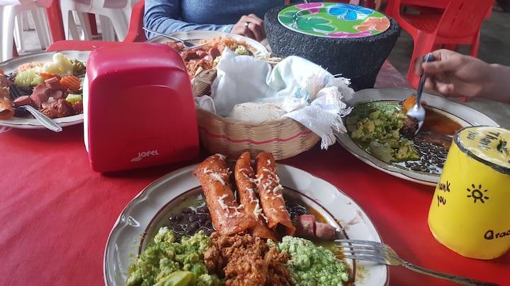 Enchiladas con diferentes guisos