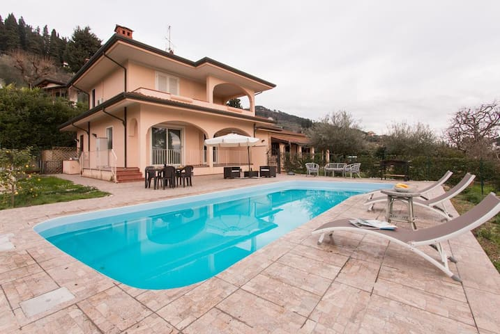 Villa Chiara with pool,few minutes from the beach! - Piano di Mommio