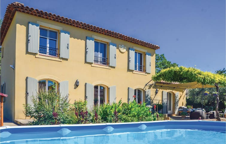 Semi-Detached with 3 bedrooms on 165m² in Mallemort