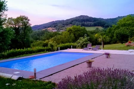 Cosy guesthouse with pool Beaulieu sur Dordogne