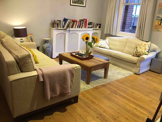 Large garden flat by Twickenham station & stadium