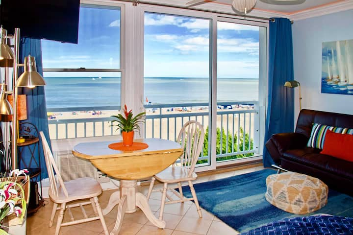 Oceanfront VA Beach Studio w/ Views & Pool Access!