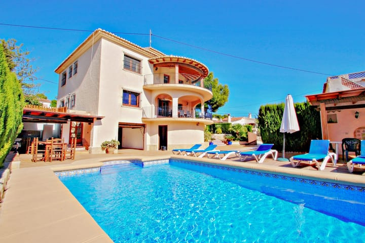 Emilia - holiday home with ocean view and private pool in Benissa