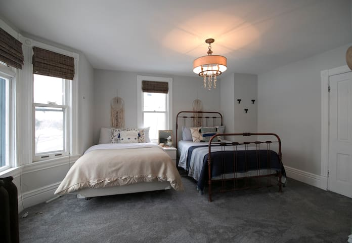 Private, cozy bedroom- downtown/uptown MPLS