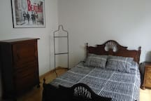 Double bedroom in Santiago, next to the Cathedral.