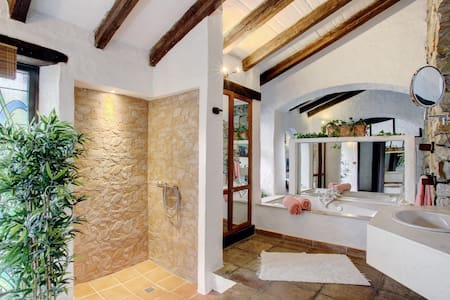 Romantic getaway with large jacuzzi - Casares - Hus