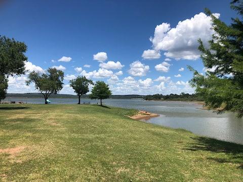 Lake House @ TX Hills RV Haven på Lake Buchanan