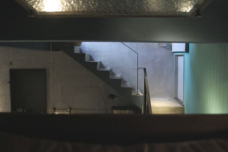 MIAOKO hostel :半層單人房