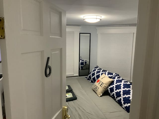 #6 Private Room KING Bed Very Near Yale University