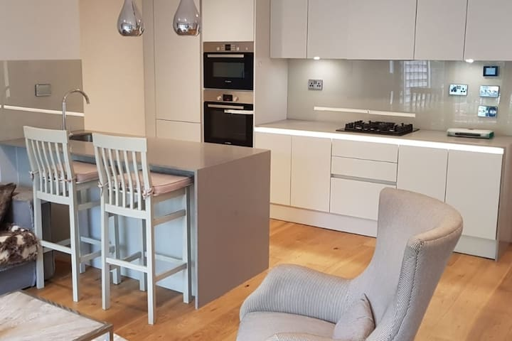 Luxury 1Bed w Private Garden - available long term