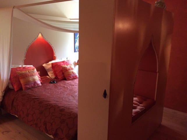 Sfeervolle Marrakech kamer in B&B. - Bouhy - Bed & Breakfast