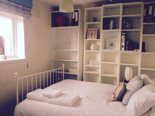 Double room with parking & ensuite! - Cardiff