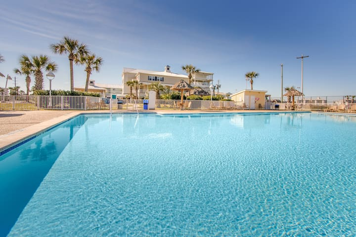 Walk to the Beach. Pool & Hot Tub Access. Mini Golf Course