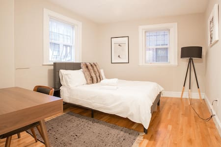 Modern Private Room on Charles Street 3 - Boston - House