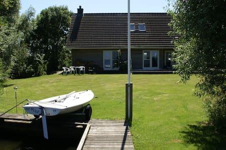 Villa op privé eiland Friese meren - Hommerts