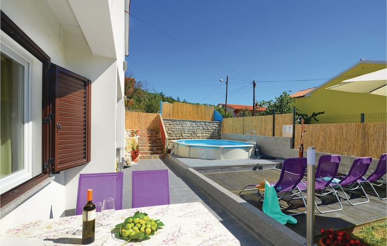 Holiday cottage with 2 bedrooms on 74m² in Labin