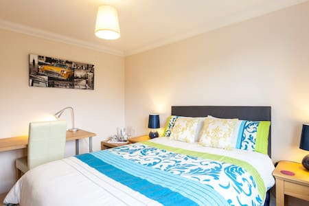 GOOD FOR WARSASH MARITIME ACADEMY/FAREHAM AREA(2) - Bed & Breakfast