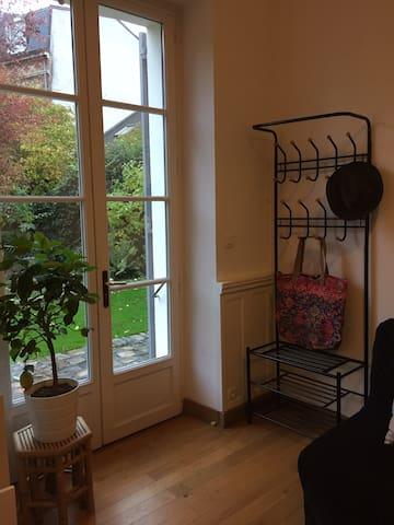 Studette cosy sur jardin à Sceaux ,proche Paris