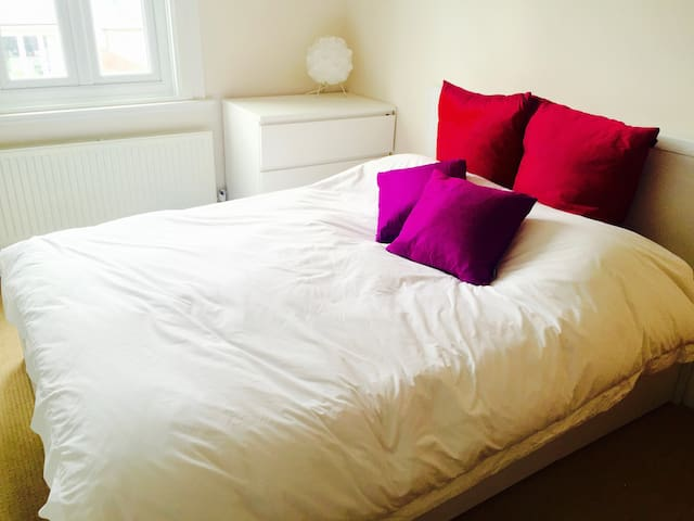 Awesome 2 bed family home in London - Londres - Casa