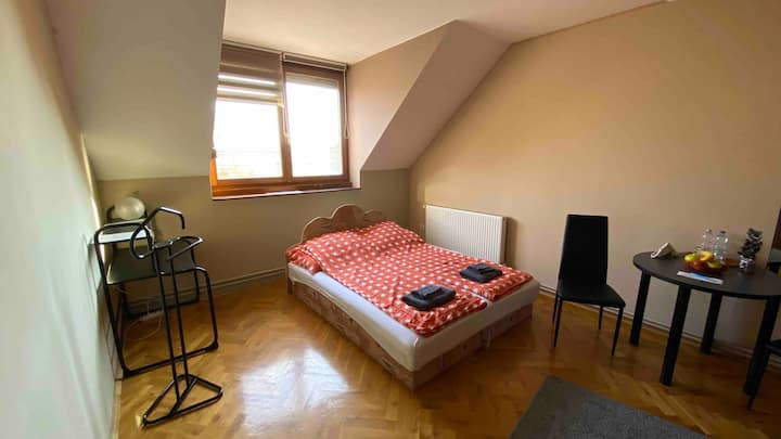 Beautiful Air-conditioned private room Budapest 1