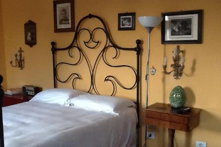 Centralissimo B&B in casa d'epoca - Brescia - Bed & Breakfast