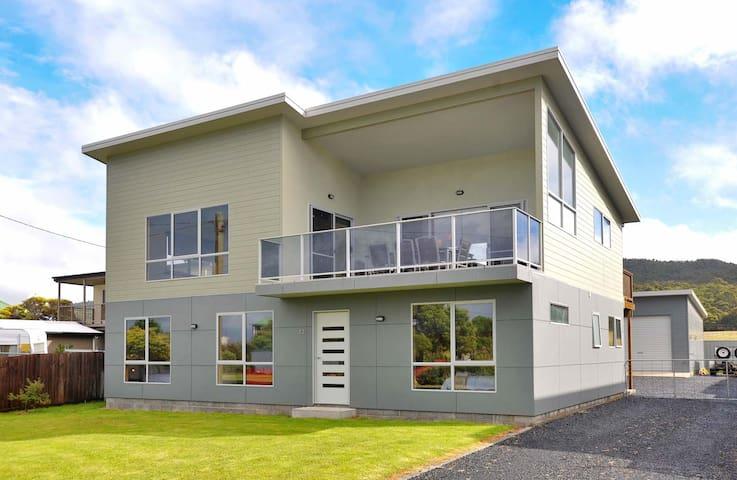Boulevard Beach House - Sisters Beach - House