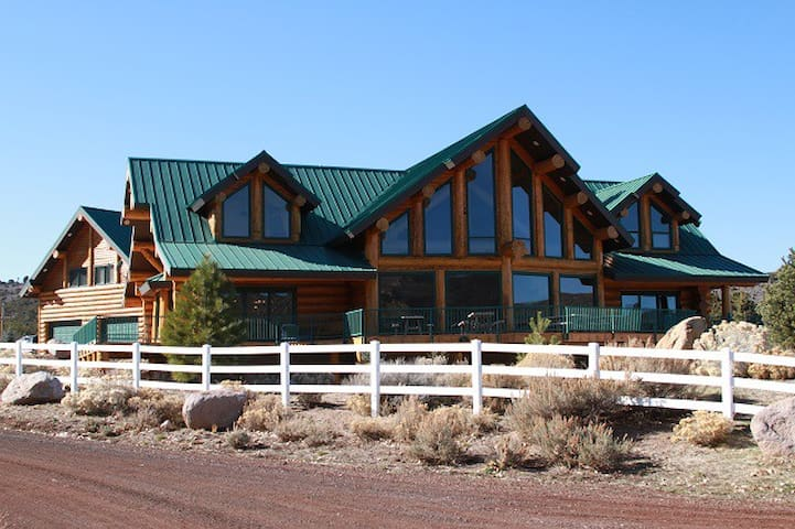 Lodge Great for Family Reunions - Pine Valley
