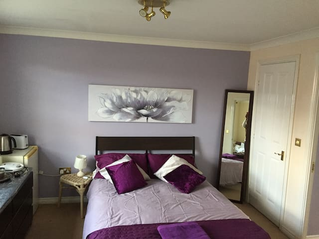 Ensuite double Bedroom available in a townhouse