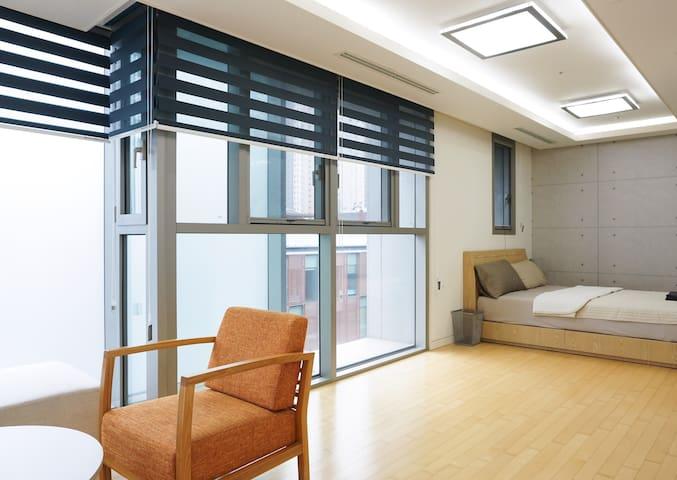 Deluxe Room 5F - Yeonsu-gu