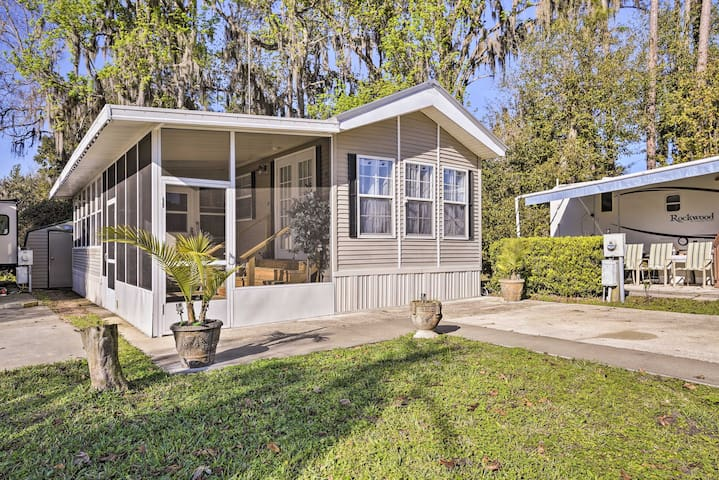 Tranquil Cabin w/Pool Access - on St. Johns River!