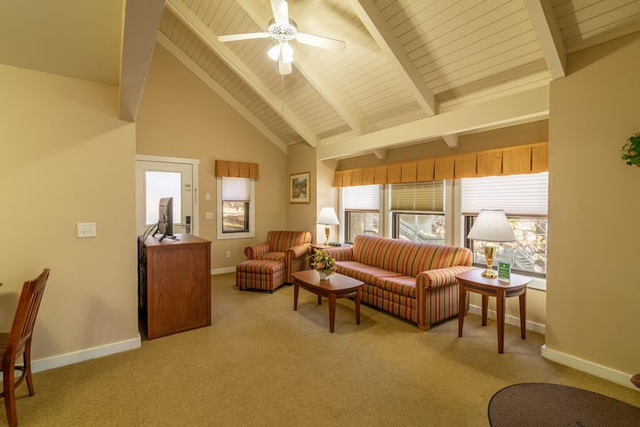 Mountain Townhome, Spacious Balcony, Adventure Park Nearby at Massanutten's Shenandoah Villas