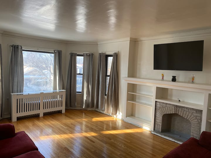2 bed near Chicago lake front.