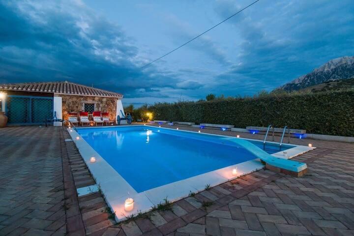 Oliena Luxury Swimming Pool  Dependance