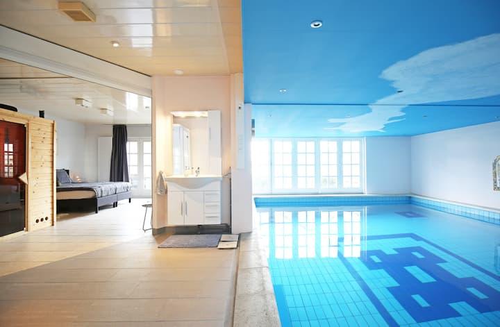 B&B met luxe binnen Zwembad, Sauna en Stoomdouche.