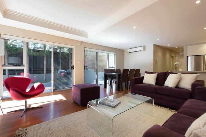 Quiet Stylish Mosman Apartment
