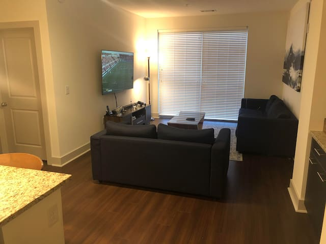 luxury private room and bath close to KOP mall