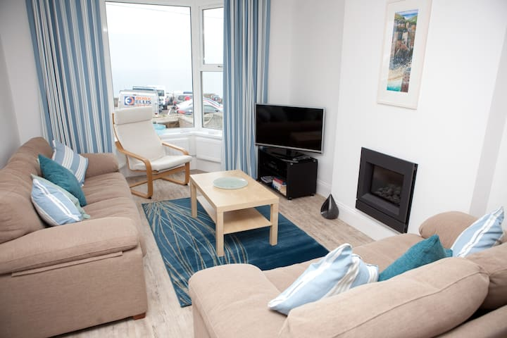 SeaCrest, St Ives - Sleeps 10 with Views/Parking - Cornwall - Rumah