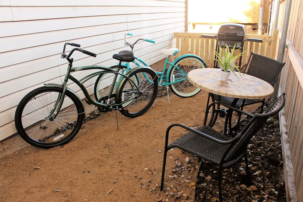 Bikes, patio and grill to be used for your convenience. Take a nice tour down Main Street.