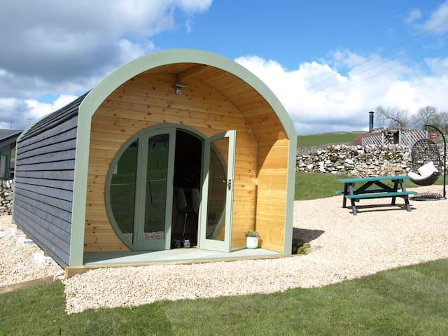 Skylark pod - gorgeous glamping in the Peak District countryside