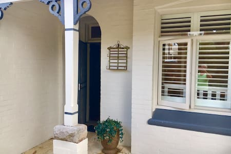 Fantastic Location With Own Bedroom and Parking - Crows Nest - Ev