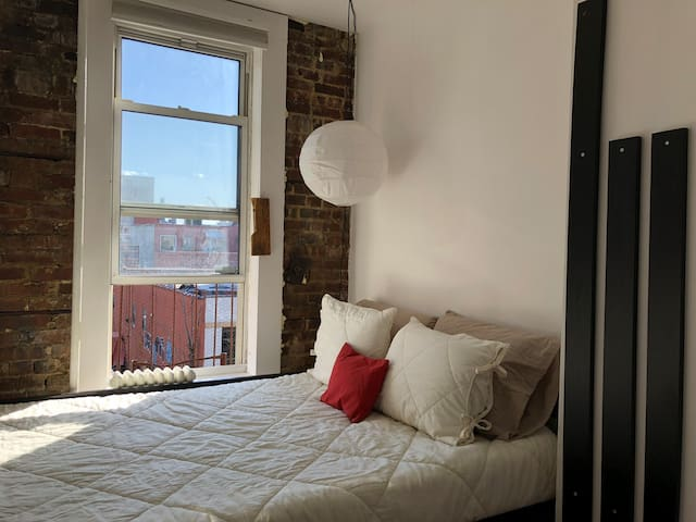 Private Room in Heart of Williamsburg!