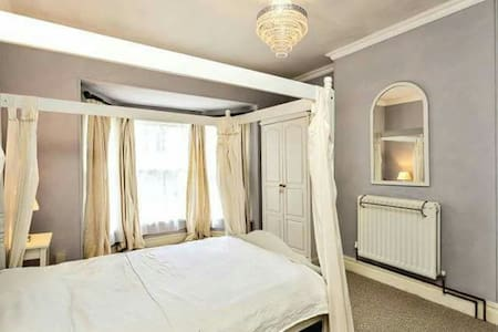 Spacious double ensuite city centre - Peterborough - Rumah